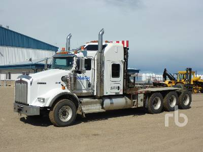 2015 KENWORTH T800 Tri Drive Sleeper Winch Tractor
