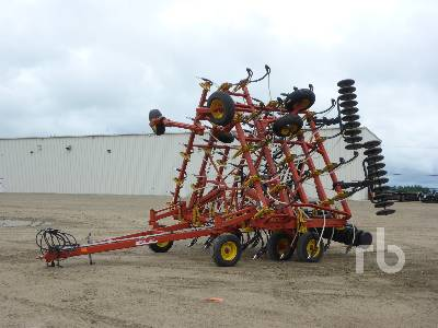 1997 BOURGAULT 8810 40 Ft Air Drill
