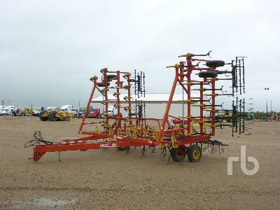 1988 BOURGAULT 6800 36 Ft Cultivator