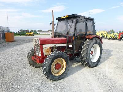 1975 CASE IH 745 MFWD Tractor