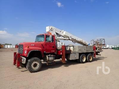 1996 FORD LT9000 T/A w/Elliot ECH-5-110-H3H Bucket Truck