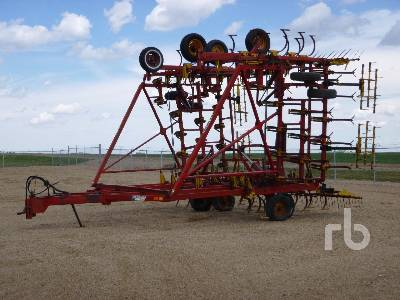 1983 BOURGAULT COMMANDER 4650 45 Ft Cultivator