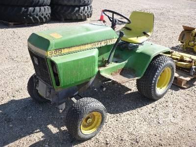 1977 JOHN DEERE 300 Utility Tractor