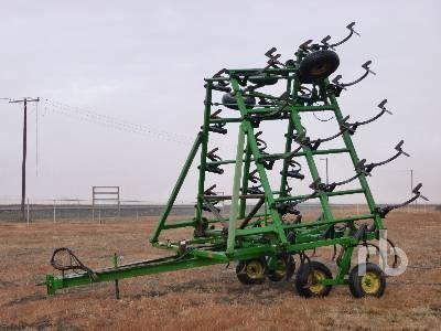 1989 JOHN DEERE 610 40 Ft Cultivator