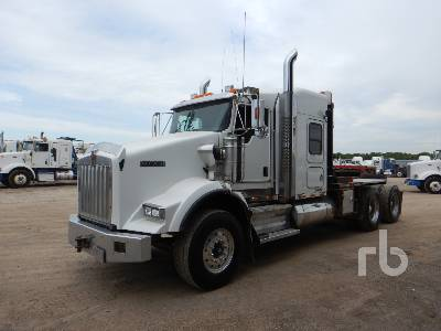 2011 KENWORTH T800 T/A Sleeper Winch Tractor
