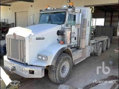 2013 KENWORTH T800 Tri/A Sleeper Winch Tractor