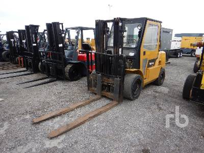 CATERPILLAR 8800 Lb Forklift