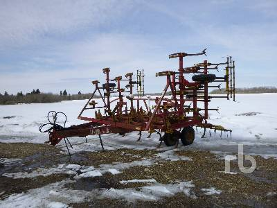 1979 BOURGAULT 26-30 30 Ft Cultivator