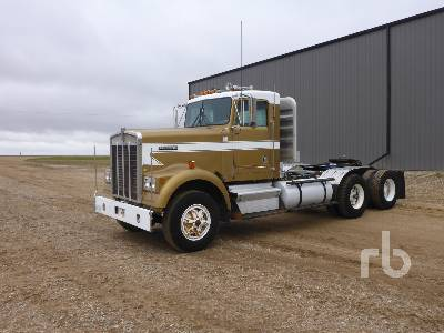 1985 KENWORTH W900 Day Cab Truck Tractor (T/A)