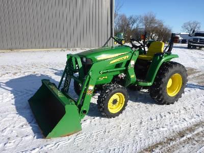2010 JOHN DEERE 3038 Utility Tractor