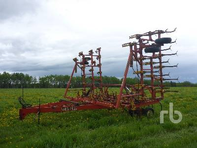 1979 BOURGAULT 3640 40 Ft 5 Row Medium Duty Cultivator