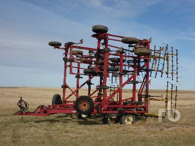 CASE IH 5600 47 Ft Chisel Plow Cultivator