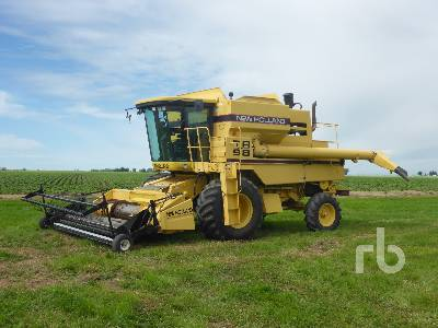 NEW HOLLAND TR98 Combine