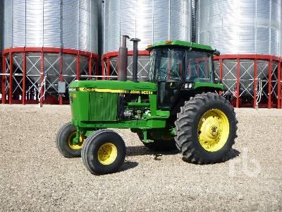 1992 JOHN DEERE 4055 2WD Tractor