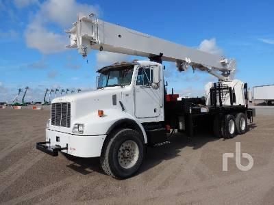 2004 PETERBILT PB330 w/National 900A 26 Ton Boom Truck