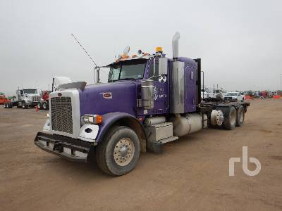 2009 PETERBILT 367 Tri/A Sleeper Winch Tractor