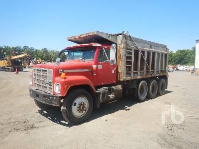 1999 INTERNATIONAL 2574 Dump Truck (Tri/A)