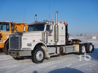 2007 FREIGHTLINER FLD120SD T/A Sleeper Winch Tractor