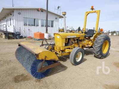 JOHN DEERE 301A Utility Tractor