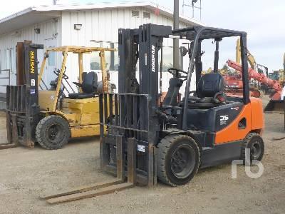 2013 DOOSAN D35C 7000 Lb Forklift