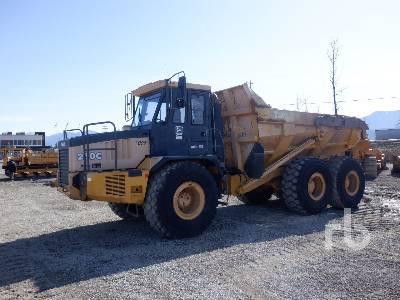 2001 JOHN DEERE 250C Articulated Dump Truck