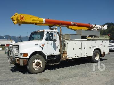 1999 INTERNATIONAL 4900 S/A w/Altec AM755H Bucket Truck