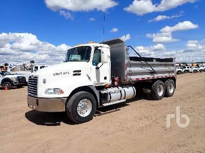 2005 MACK CXN613 Vision Dump Truck (T/A)