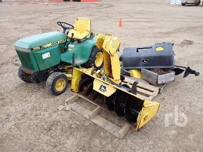 JOHN DEERE 318 Utility Tractor