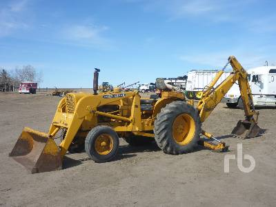 JOHN DEERE 2010 Loader Backhoe