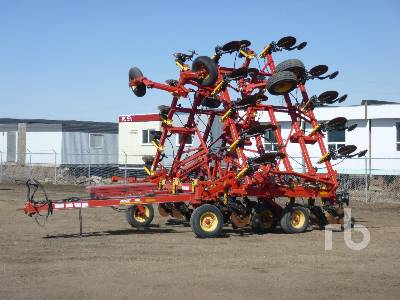 2009 BOURGAULT 8825 40 Ft Cultivator