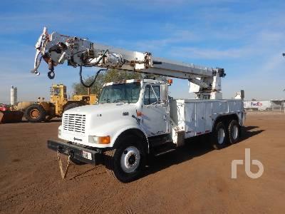 2000 INTERNATIONAL 4900 6x4 w/Altec D3060TR Digger Derrick Truck