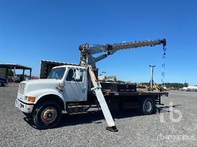 JLG 1000BT 10 ton Straight Boom on 1992 International 4900 4x2 Straight Boom Truck