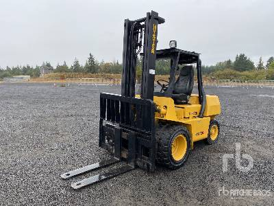 1987 Hyster 8800 lb Pneumatic Tire Forklift