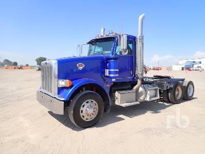 2011 PETERBILT 367 Day Cab Truck Tractor (T/A)