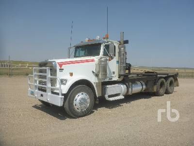 2004 FREIGHTLINER FLD120 T/A Winch Tractor