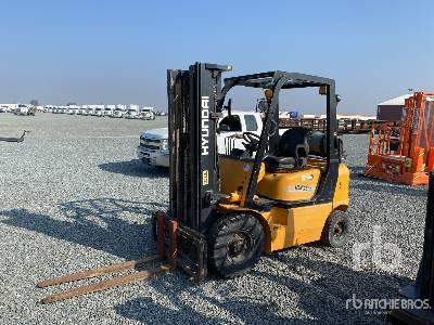 2006 Hyundai HLF25-5 4150 lb Pneumatic Tire Forklift
