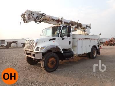 2004 INTERNATIONAL 7300 4x4 w/Altec D947TR Digger Derrick Truck