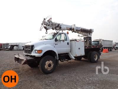 2000 FORD F750 4x4 w/Terex Commander C4042 Digger Derrick Truck