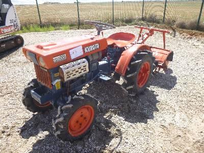 KUBOTA B5000 4WD Utility Tractor