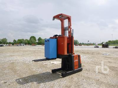 2005 BT OM Order Picker Electric Pallet Jack