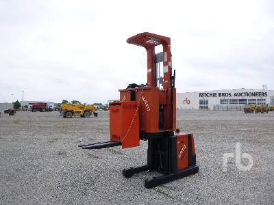 2007 BT OME 100M Order Picker Electric Pallet Jack