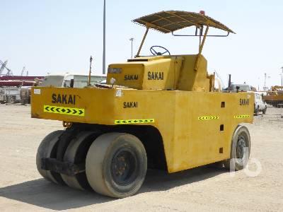 SAKAI T2 7 Wheel Pneumatic Roller