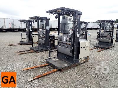 CROWN SP3405-30 3000 Lb Order Picker Electric Forklift