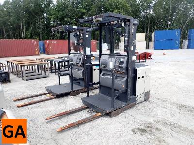 CROWN SP3405-30 3000 Lb Electric Forklift