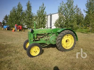 JOHN DEERE B Antique Tractor