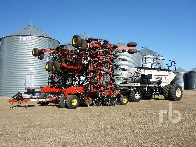 2011 BOURGAULT 3310PHD 65 Ft Air Drill