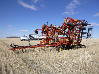 1998 BOURGAULT 8810 52 Ft Cultivator