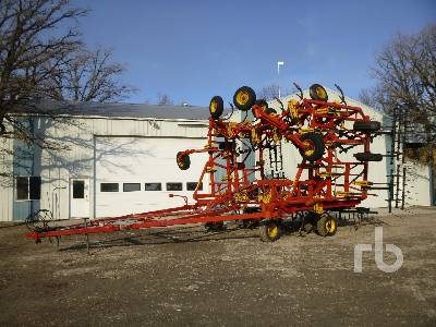 2003 BOURGAULT 9400 50 Ft Cultivator
