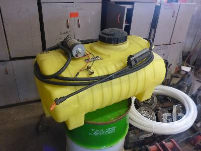 JOHN DEERE 25 Gallon Estate Sprayer