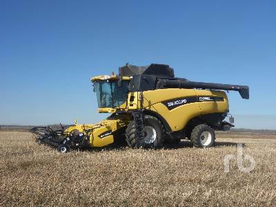 2002 NEW HOLLAND CX860 Combine